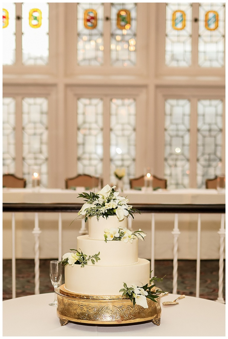 indianapolis-columbia-club-reception-cake-wedding-photography